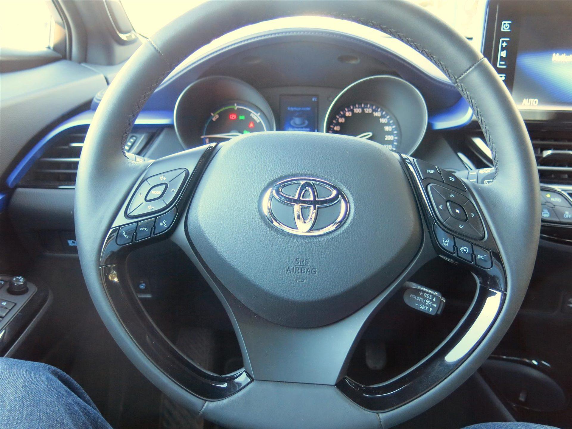 Autotoday testasi: Toyota C-HR 1.8 Hybrid Style - uudenlainen Toyota
